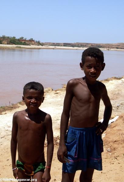 Children in Akavandra village (Ankavandra)