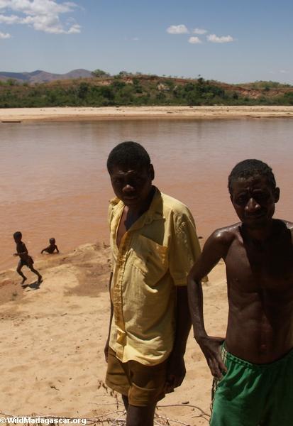 Kids in Akavandra (Ankavandra)