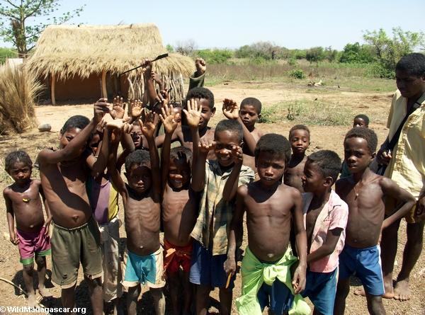 Children in Akavandra village (Ankavandra) [akavandra_kids_07]
