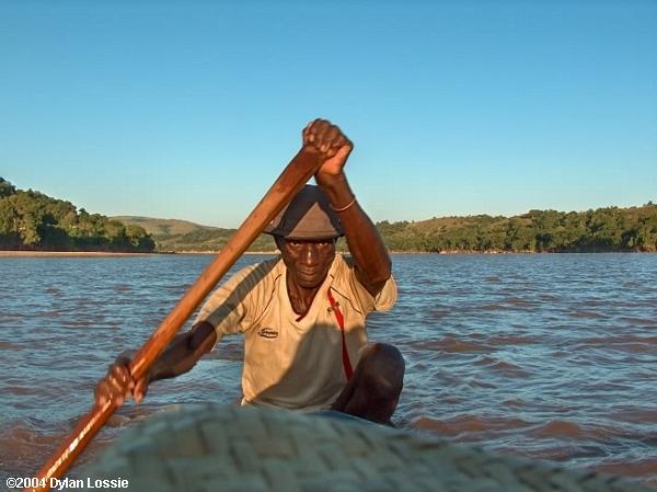 Tsiribihina River Canoe man (Tsiribihina River Canoe man)