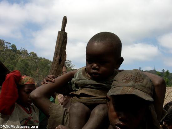 Zafimaniry baby in Ifasina (Ifasina / Antoetra)