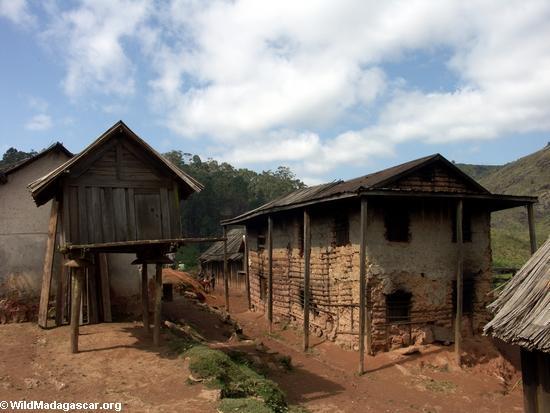 Zafimaniry village of Ifasina (Ifasina / Antoetra)