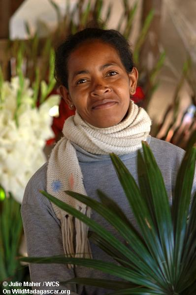 Frau im Blumemarkt