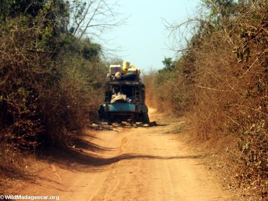 broken down truck on dirt road to kirindy (Kirindy)