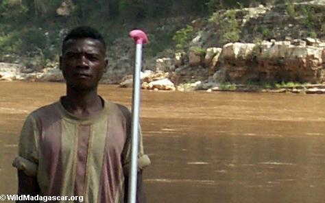 Betsara canoe guide (Manambolo)