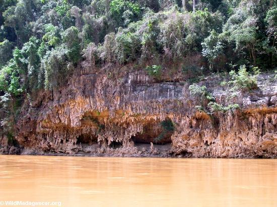 Canyon wall formations (Manambolo)