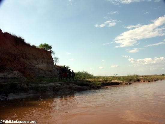 Children riverside of Manambolo (Manambolo)