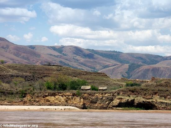 manambolo huts (Manambolo)