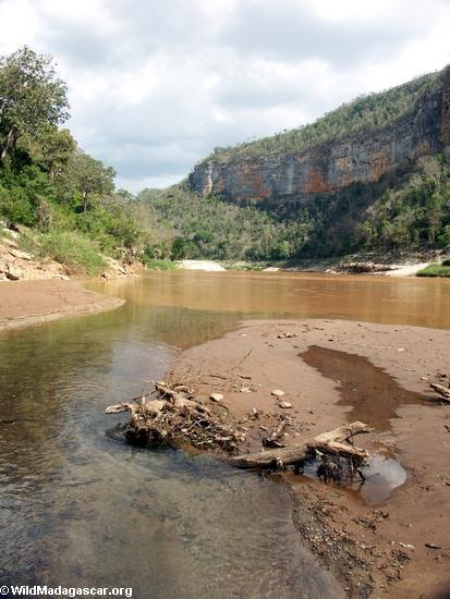 Oly creek joins manambolo(Manambolo)