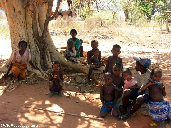 Children in Tsianaloka village (Manambolo)