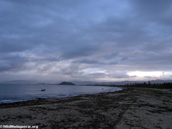 sunset maroantsetra beach (Maroantsetra)