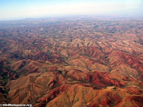 Erosión en cerros deforestados en Madagascar