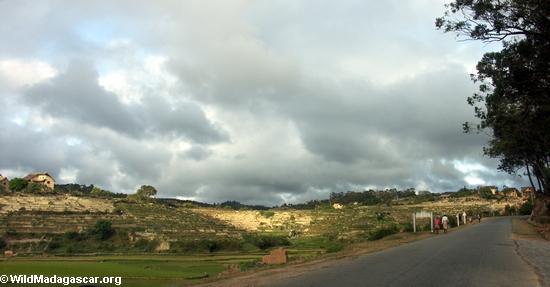 Countryside along road from Fianarantsoa (RN7) [tana-rano_0241]
